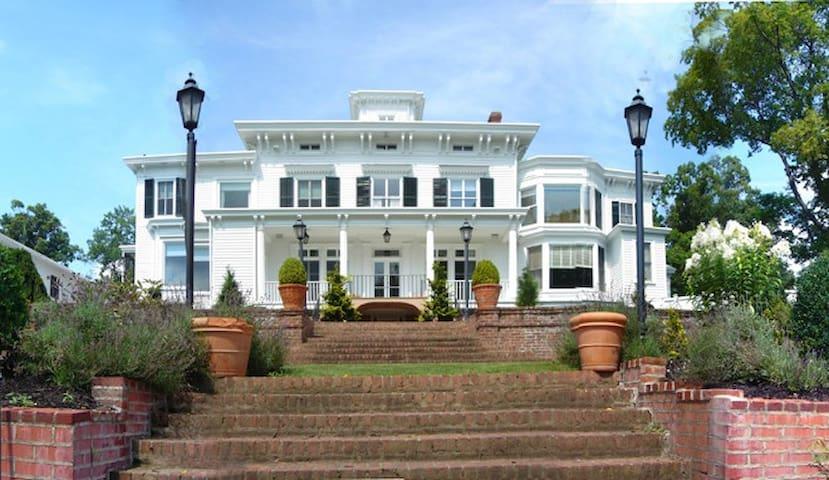 Pretty Penny, an Italianate Mansion - Nyack - Maison