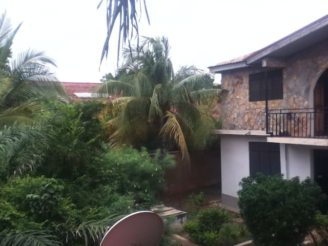 Cool Studio Flat with garden views & roof terrace - Accra - 公寓