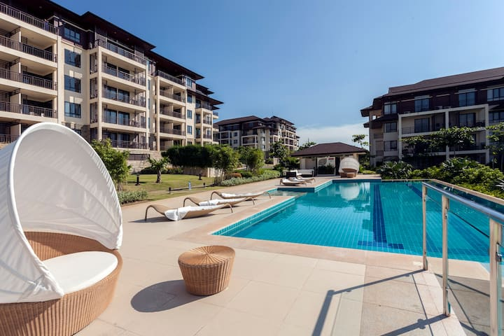 Anvaya Big 2 Bedroom/2 Bath Luxury Garden Condo - Morong - Daire