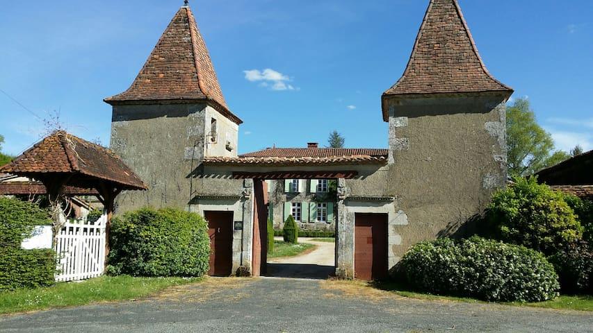 Gîte du Logis et Jardins de Chênard - Chavenat - Casa