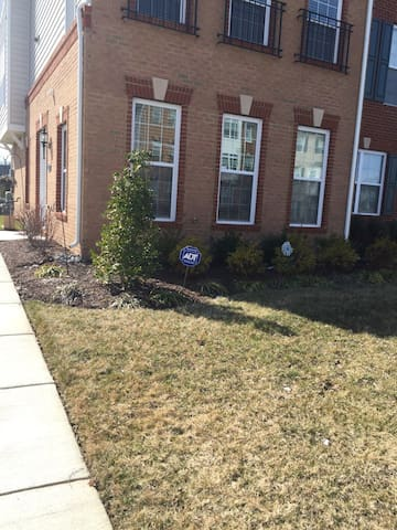 Private Room near Dulles Airport!! - Ashburn - Stadswoning