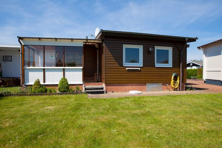 Cosy and sunny chalet at the water - Lemmer - Leilighet