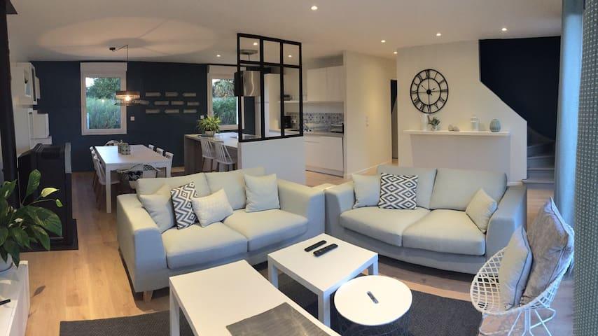 Maison spacieuse et confortable - Aumeville-Lestre - Hus