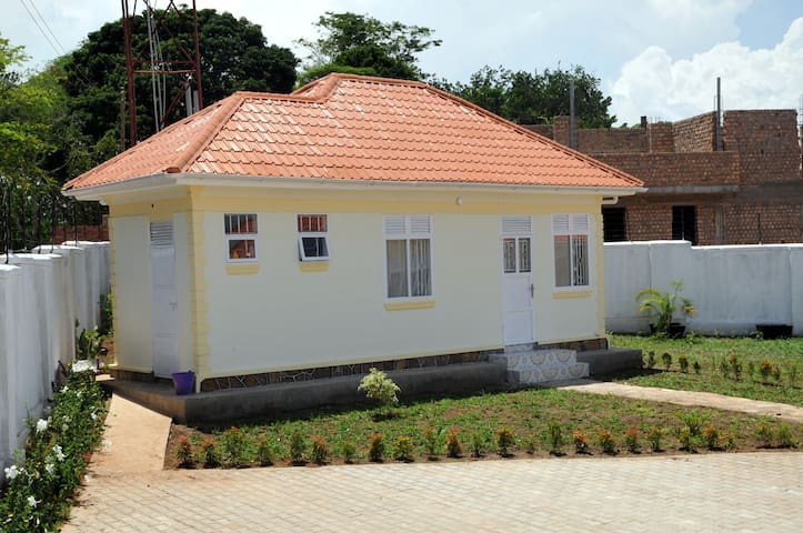 Victoria lake view guest house - Entebbe  - Huis
