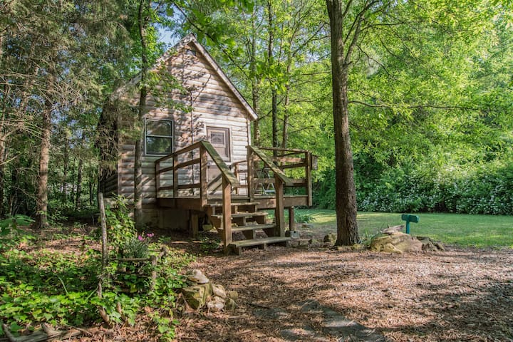 Thoreau Cabin With Jacuzzi Tub - Gold Hill