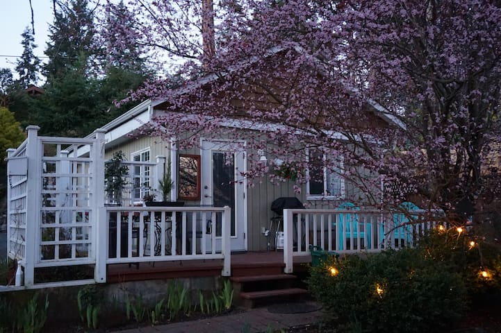 NEW LISTING! Sunset Cove Cottage - Nanoose Bay - Chalet