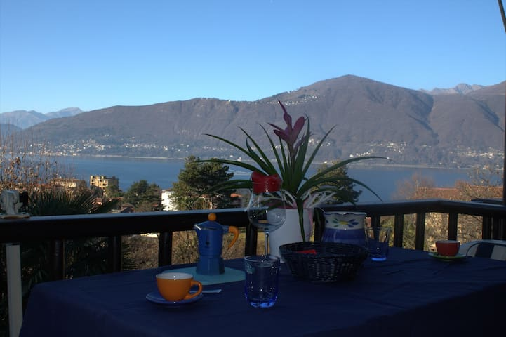 Two rooms overlooking the lake - Porto Valtravaglia - Apartmen