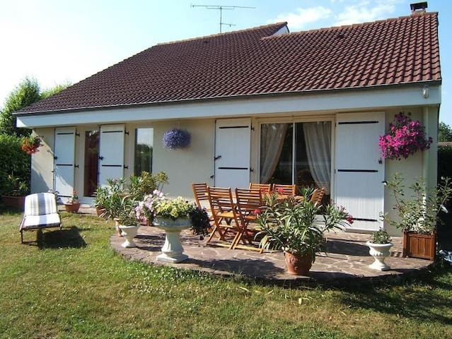 2 bedrooms , bathroom, toilet and private lounge - Les Essarts-le-Roi
