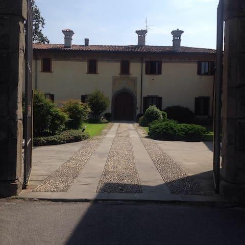 Villa padronale in corte antica: 4 camere doppie - Ponte San Pietro - 別荘