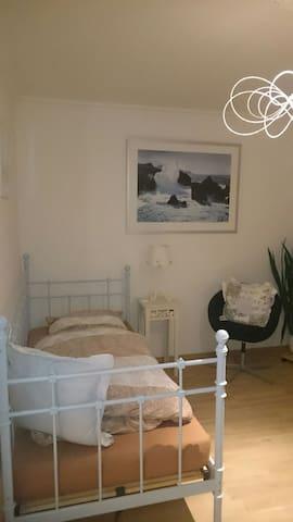 Zimmer mit Balkon + Blick ins Grüne - Lauenburg Elbe - Daire