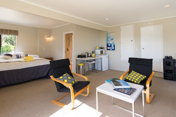 Sunny, spacious and close to city - Nelson - Lägenhet