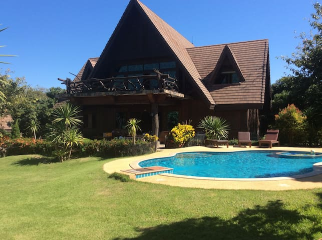 Spectacular Mountain View Villa with Private Pool - Chiang Dao - Casa