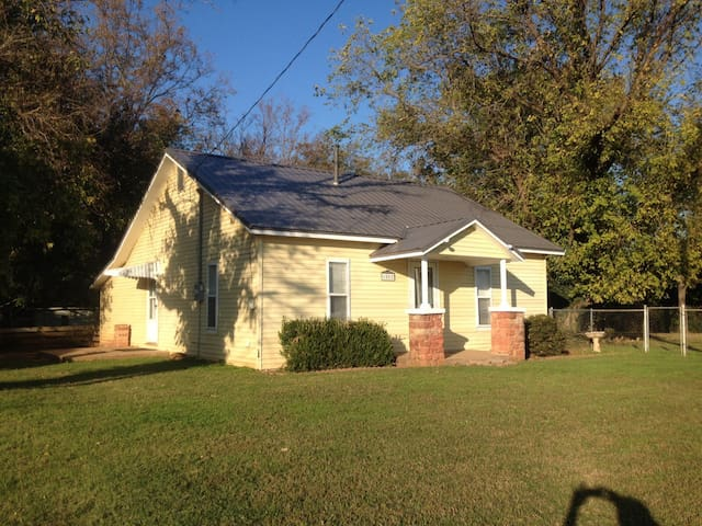 Cozy Cowboy Cottage - Stillwater - Talo