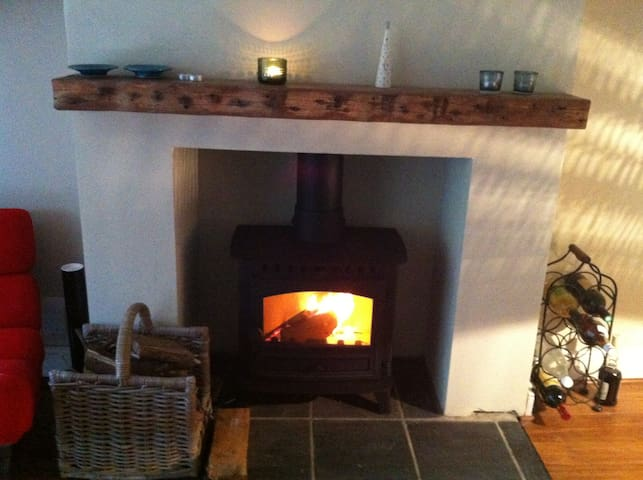 Winter log fires and summer BBQ's - Reigate - Hus