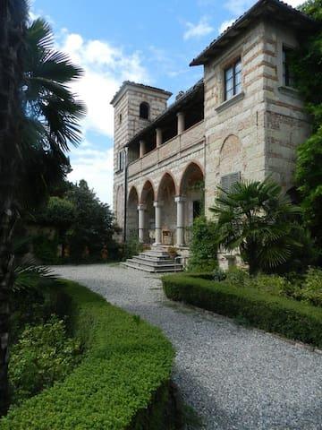 Castello di Frassinello - Vignale Monferrato - Bed & Breakfast