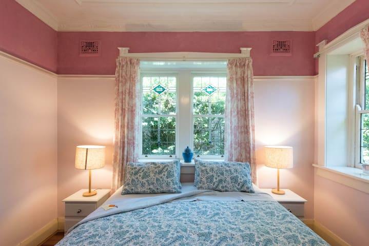 Charming king room, character house - Pymble - Hus