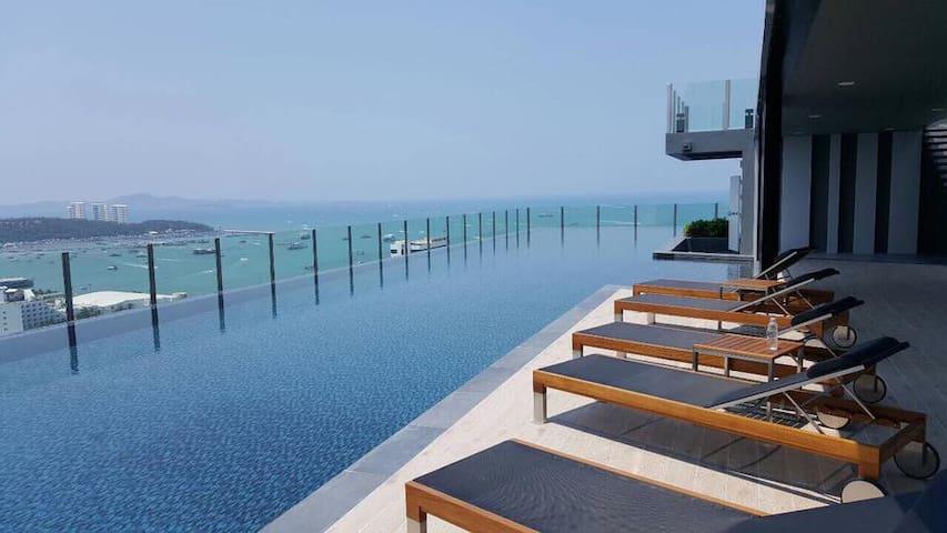 DOWNTOWN OCEAN VIEW NEW! LUXURY, FUN & CHIC CONDO - Muang Pattaya