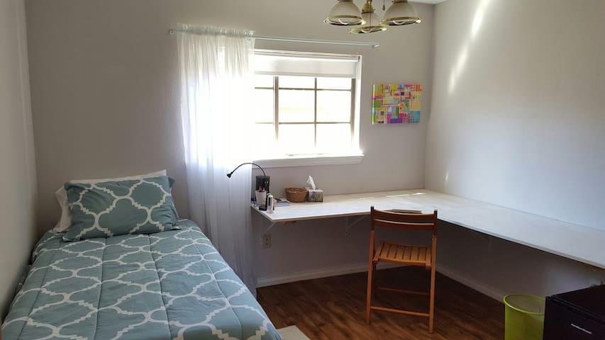 Twin Room w/ Bath & Amenities - Корпус-Кристи - Дом
