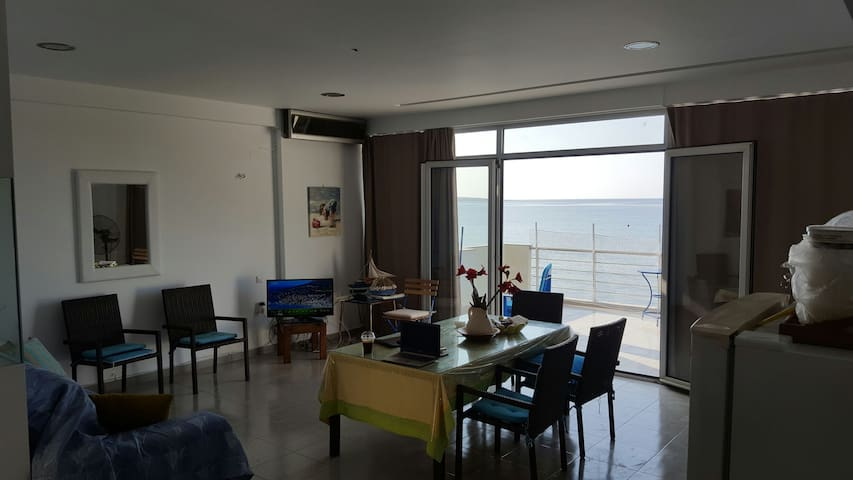 Beachfront apartment,for both families and couples - Makry Gialos - Wohnung