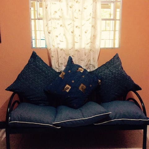 Bahay ni Ate in Montalban (2-br w/ aircon & wifi) - Rodriguez - Stadswoning