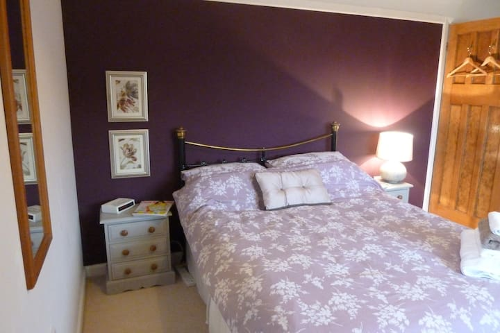 Large double room with own private bathroom - Letchworth Garden City - Maison
