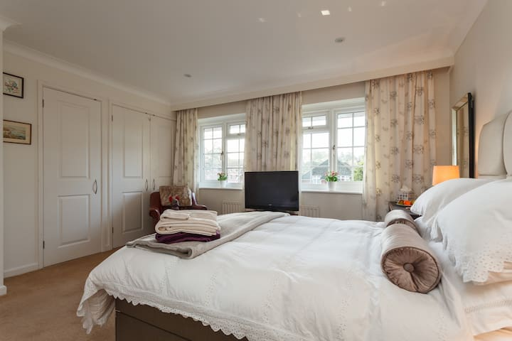 """Double 4""""6 en-suite Excellent """"One of my 3 Rooms"""" - Bournemouth"""