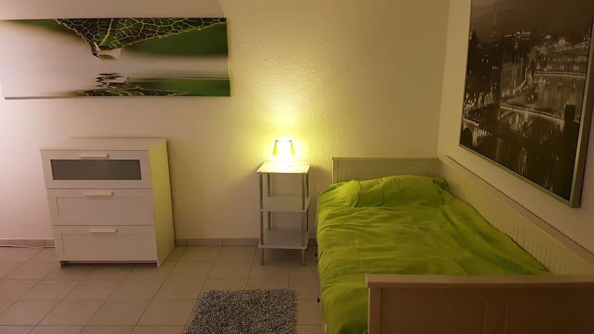 Ruhiges, gemütliches Zimmer in Flughafennähe - Dreieich  - Maison
