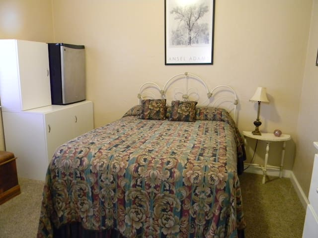 Cozy room for the Yosemite Travelers - Merced - Dům