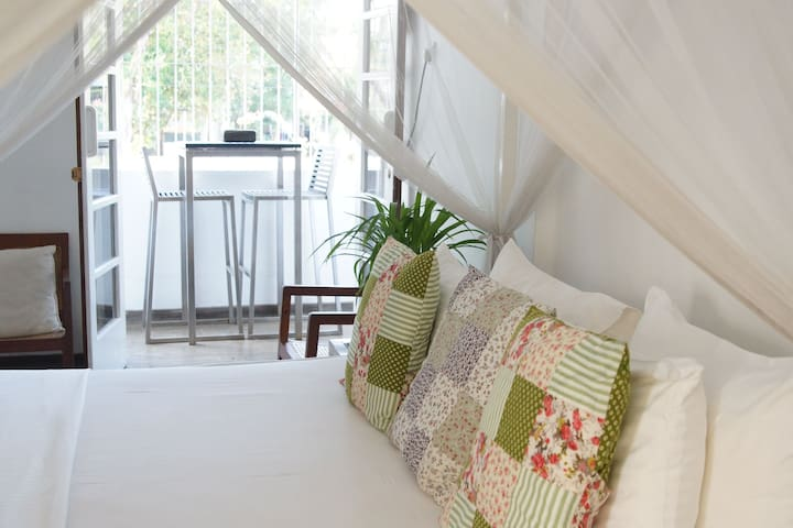 COLOMBO 7- NEW CHARMING WHITE ROOM - Colombo