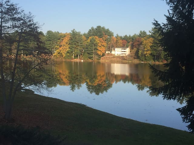 Beautiful, cozy and serene 2br lakefront home - Nottingham - Casa