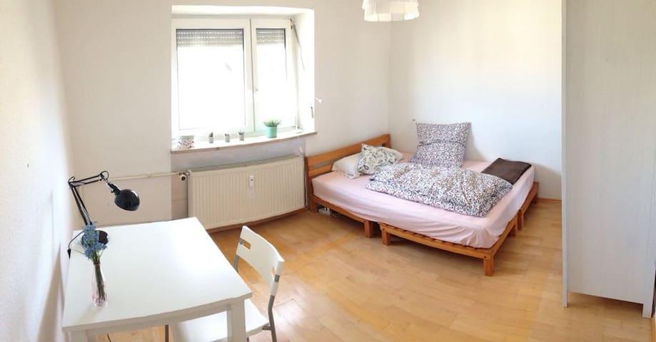 Bright Room in Sendling. - Munich - Appartement