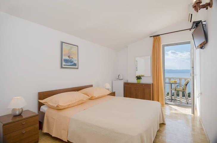 Dream vacation in beautiful Brela - Brela - Bed & Breakfast