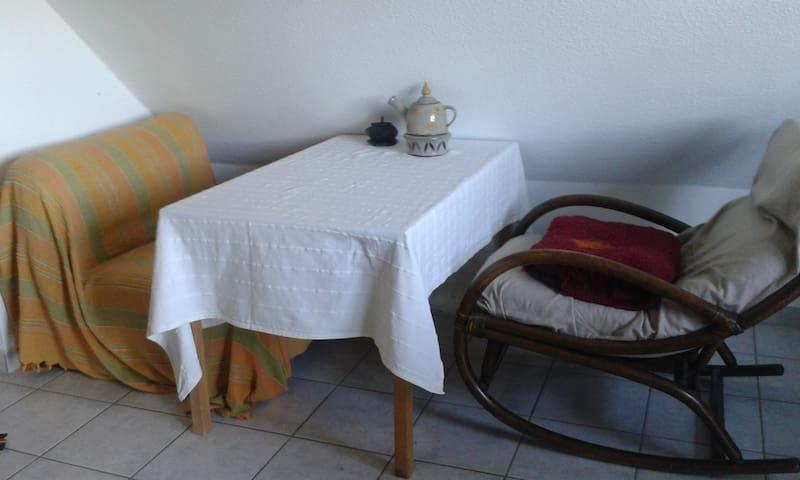 Gemütliche Maisonette-2 Zimmer-Küche-Bad-Wohnung - Marburgo - Apartamento