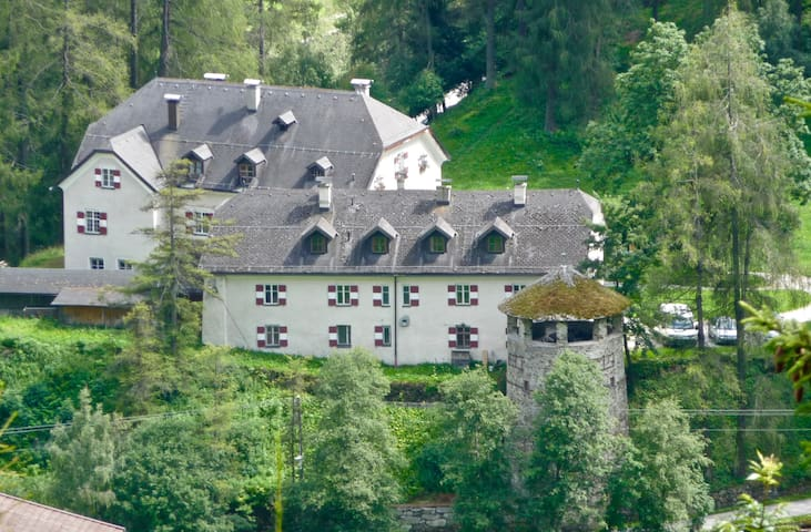 Stunning & unique Austrian family home - Trins - Bed & Breakfast