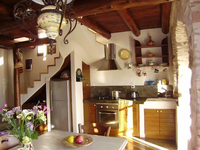 Kitsa's Old House in Agrafi Village - Agrafi - Casa
