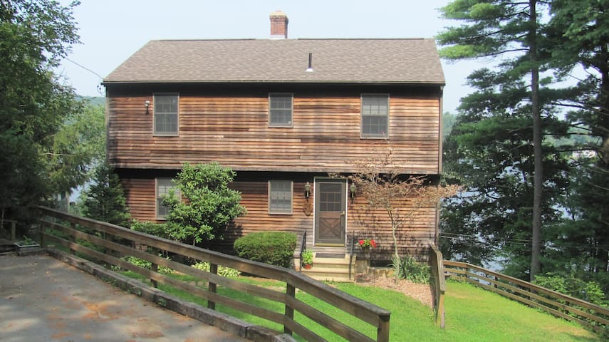 4BR Lakefront New England Charmer - West Brookfield - Dům