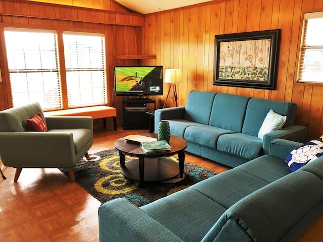 Adorable Mid Century Modern Beach Cabin - Freeport - Huis
