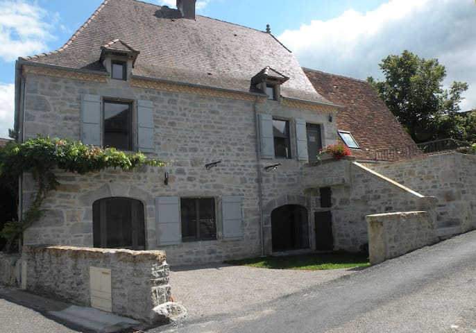 Maison quercynoise avec piscine et jardin clos - Gramat - Huis