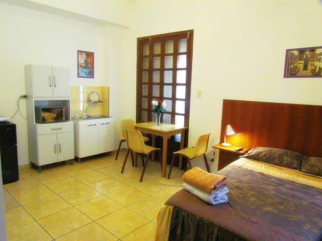 Miraflores Full Furnish Studio W/Full Bed # 4 - Lima - Appartement