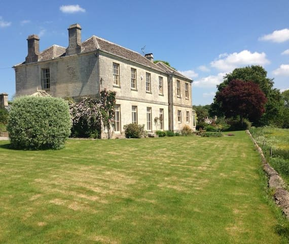 The Old Vicarage at Oakridge: The Master Suite - Stroud
