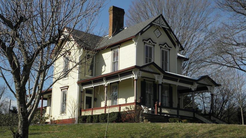 Victorian Home in Historic Jonesborough TN - Jonesborough