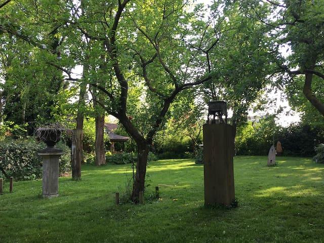 Little romantic garden house in a beautiful garden - Hengelo - Apartemen