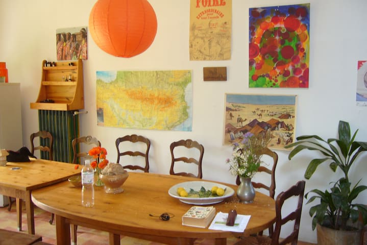 Belle maison, calme et accueillante - Courtauly - Bed & Breakfast