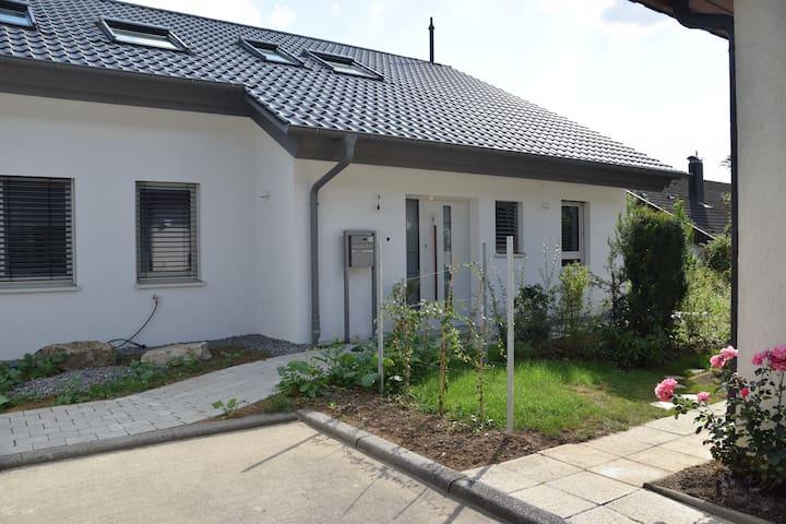 Geräumige, helle Ferienwohnung im Grünen - Herrenberg - Leilighet