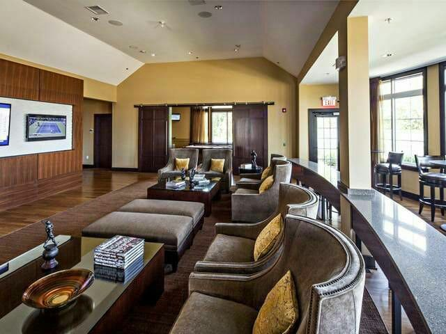 """Common Space in """"Luxury Apt + Elite Amenities"""" - Franklin Township - Appartement"""