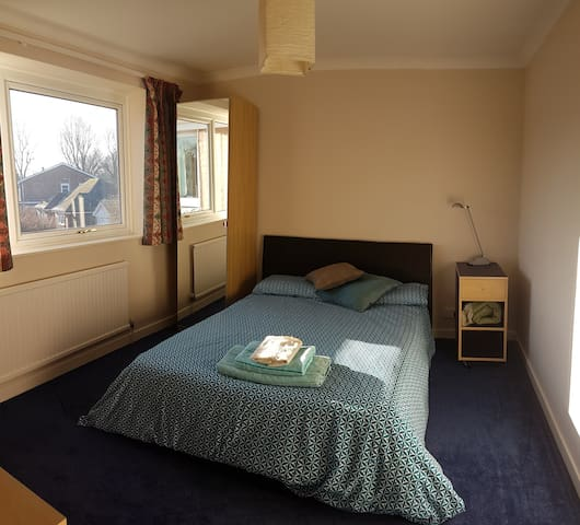 Lovely Sunny room, Horsham, West Sussex - Horsham - Huis