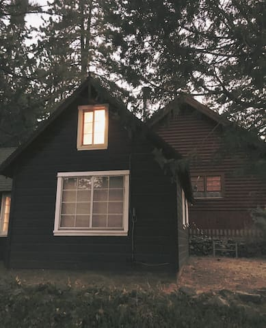 Storybook Cabin in Wrightwood - Wrightwood