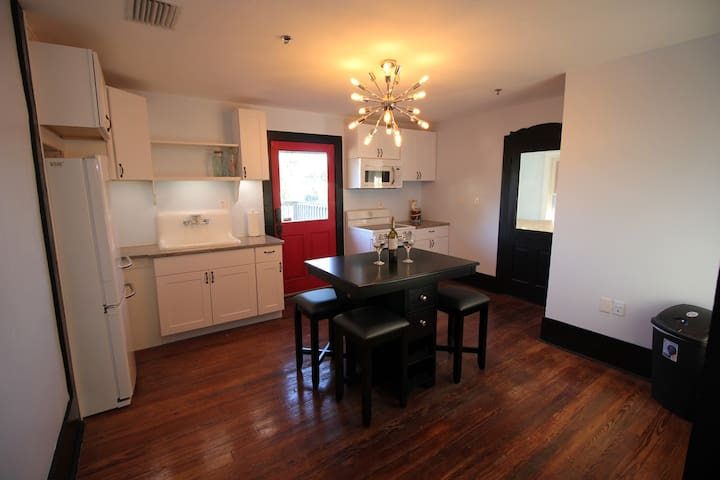Upgraded historic home with all the amenities! - Leesburg - Ev