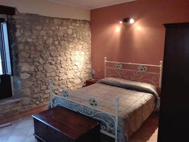 Piccolo appartamento caratteristico in borgo - Vittorito - Huis