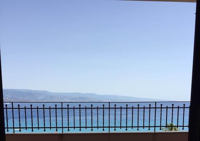 Sea view apartment 110m² (360ft) - Mesyna - Apartament
